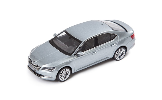 Model metalic Superb 1:43 silver